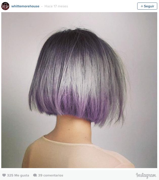 Chicas morenas con el pelo de colores
