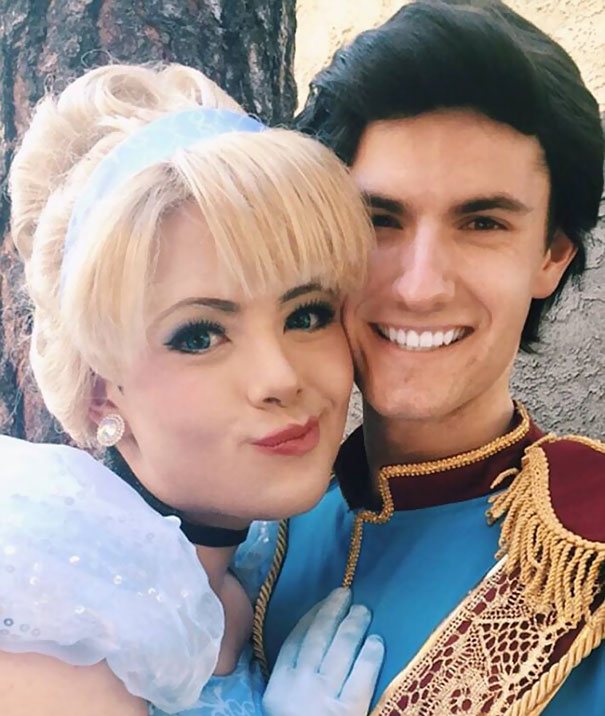 Chico se transforma en princesas Disney