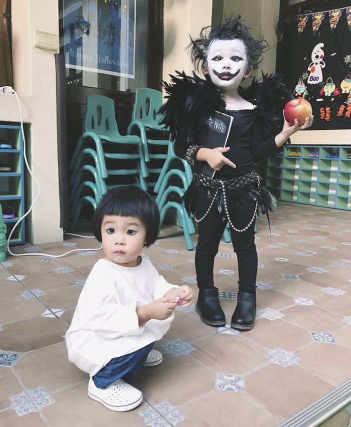 Niña lleva disfraces terroríficos a su guardería en Halloween