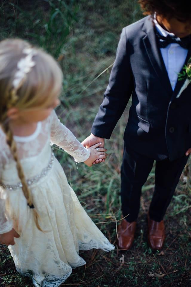 Sesion de fotos de boda entre dos niños