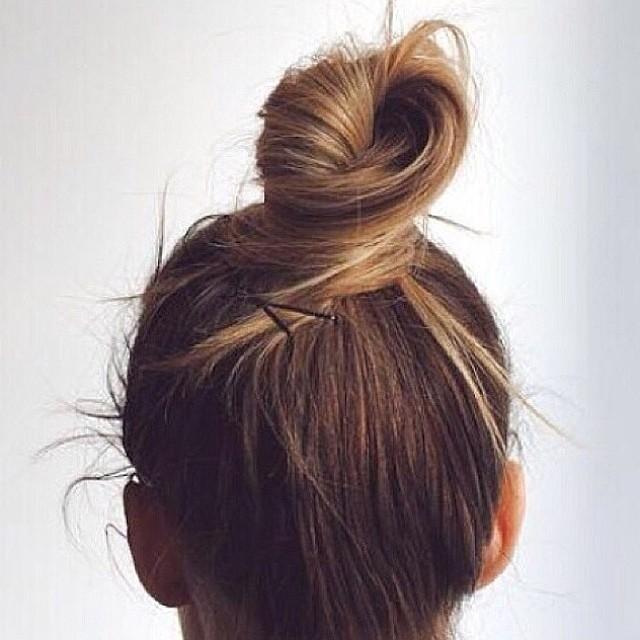 Peinados con moño alto