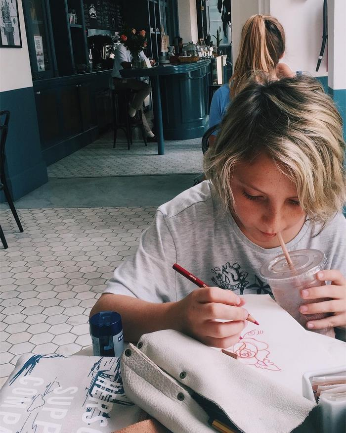 Ezrah, el tatuador de 12 años