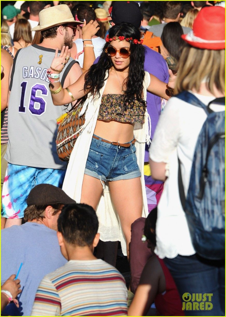 vanessa-hudgens-coachella-day-three-01