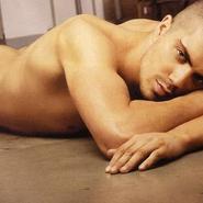 Max George (The Wanted) se desnudó por el cáncer