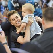Justin Bieber llevó a su hermanito Jackson a los Much Music Video Awards 2012