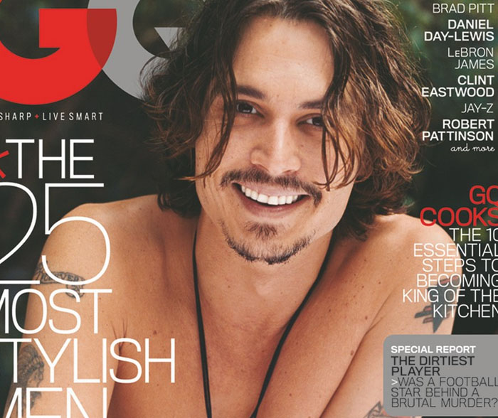 Johnny Depp se quita la camiseta para la revista GQ
