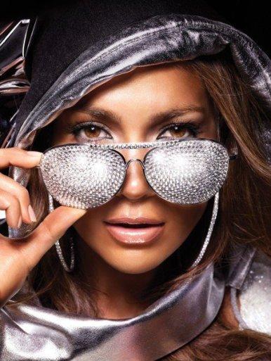 Jennifer Lopez ¡A la rica bigamia! Un descuido lo tiene cualquiera, ¿no?