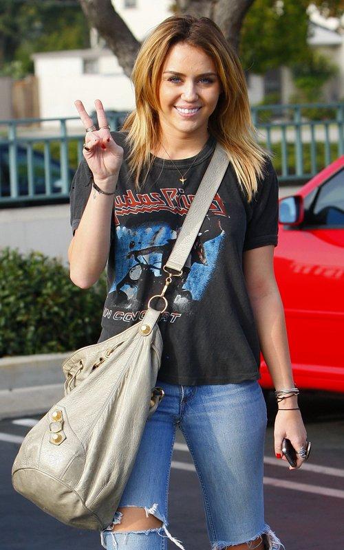 Miley Cyrus en nuevo proyecto con mamá Tish