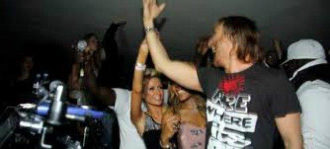 Paris Hilton, que para ir a las fiestas de David Guetta bien vales, pero el trabajo ya son palabras mayores