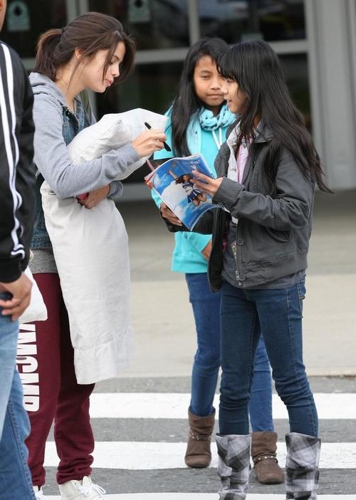 Selena Gómez: Nachos en Canadá