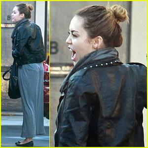 ¡Miley Cyrus se quita uno de sus tatuajes!