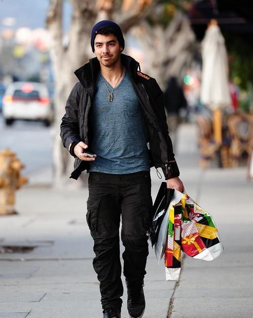 Joe Jonas: Regalos de Navidad en Hollywood