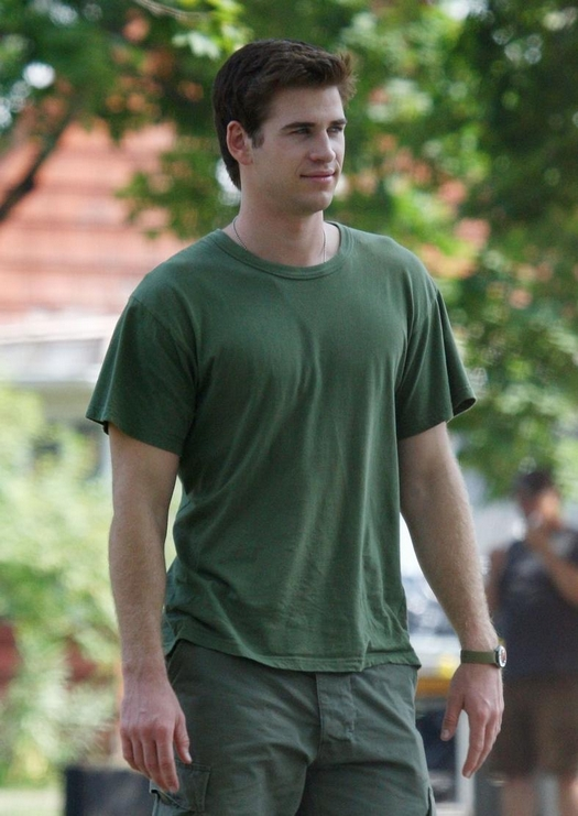 Liam Hemsworth en el set de AWOL