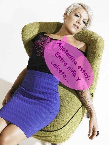 Pink irá de malota, pero no veas cómo tricota