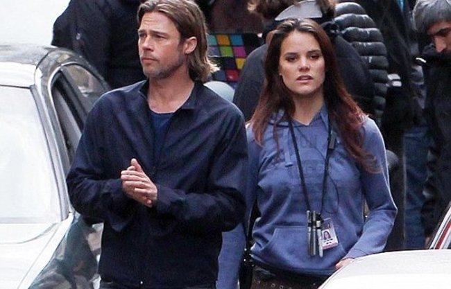 Pero... ¿quién es esa morena que pasea con Brad Pitt?