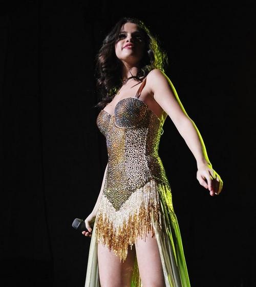 Selena Gómez RADIANTE en concierto Nueva Jersey