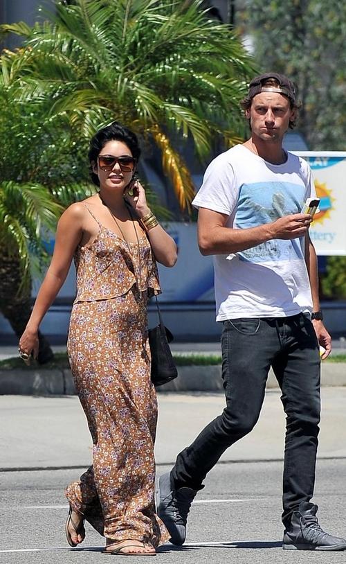 Vanessa Hudgens: Barbacoa con nuevo novio