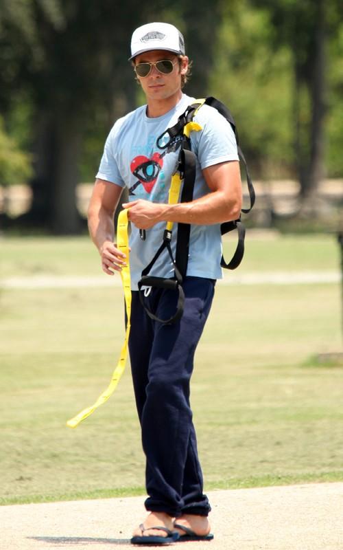 """Zac Efron: """"Paperboy"""" en el Parque"""