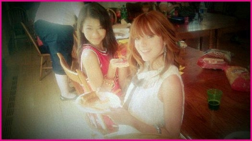 Bella Thorne y Zendaya: Pizza en Chicago