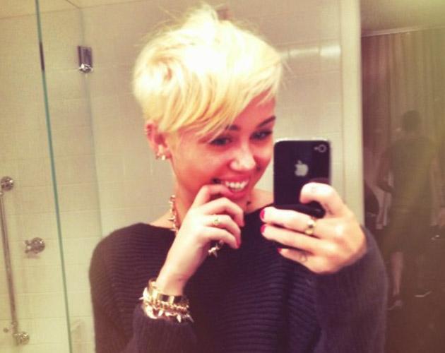Miley Cyrus y su nuevo corte de pelo rubio