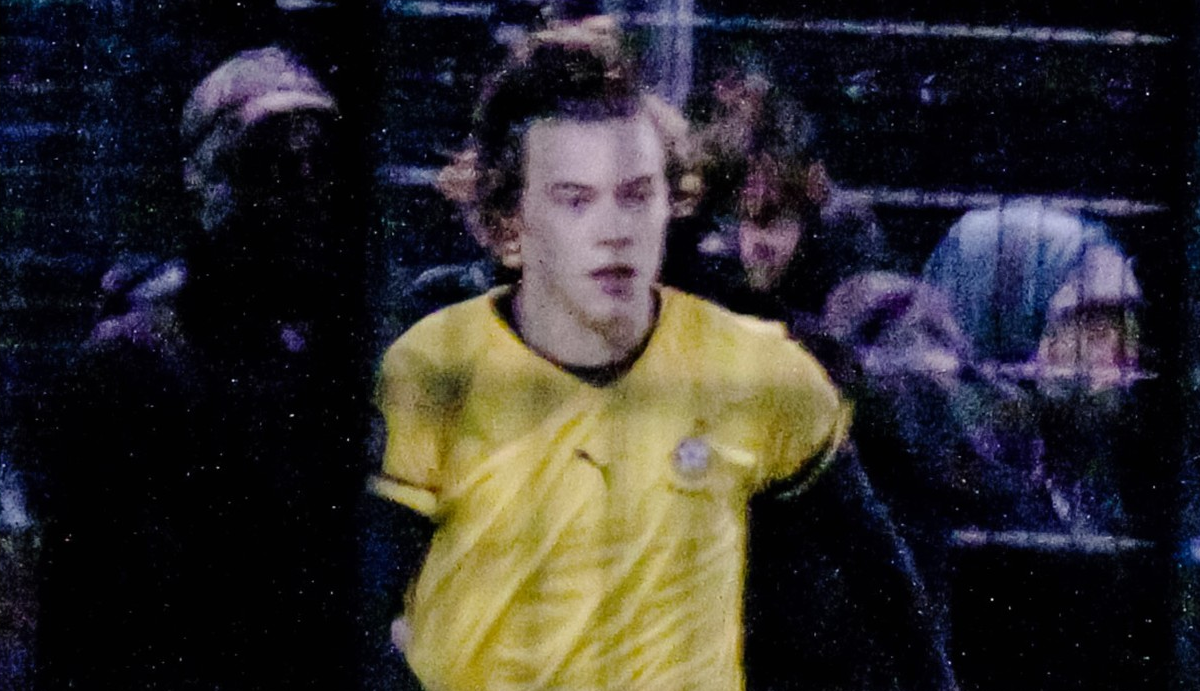 One Direction: Harry Styles y Louis Tomlinson juegan al fútbol