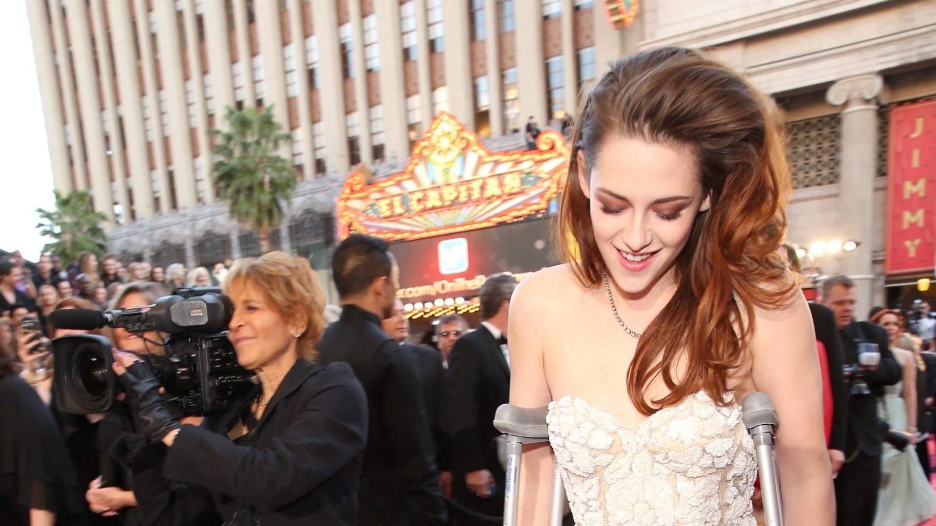 Oscars: Kristen Stewart elegida peor actriz... y con muletas