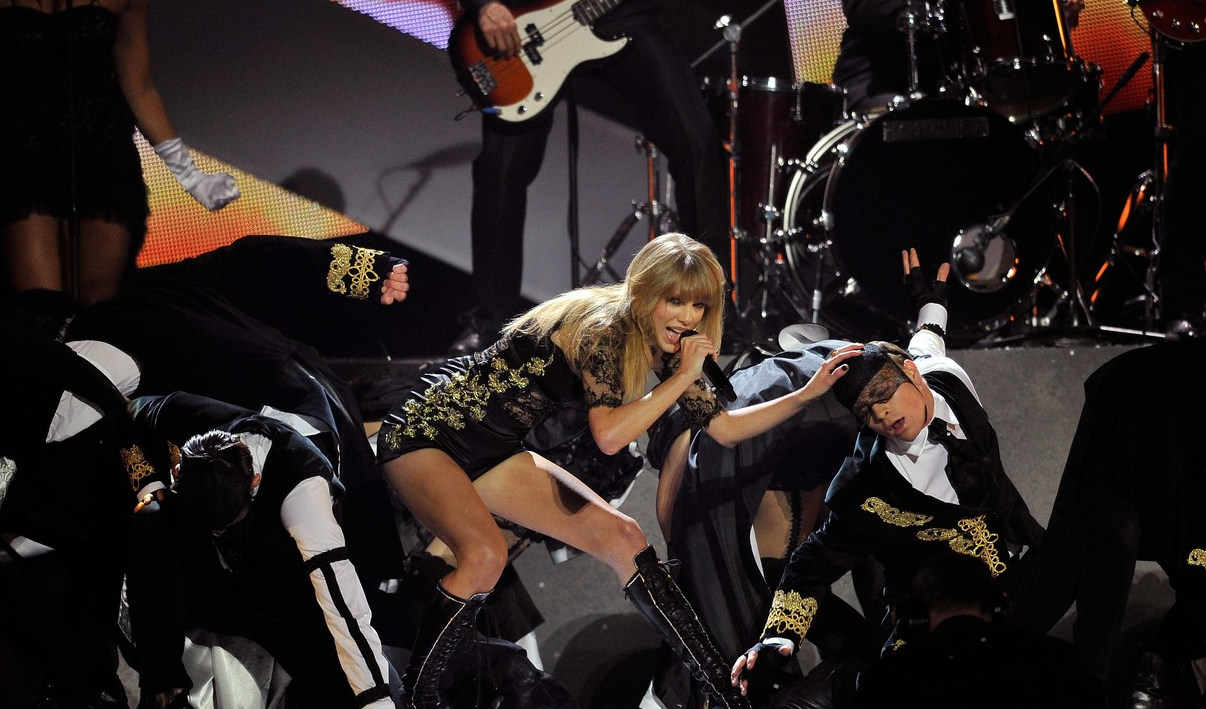 "Taylor Swift: Actuación de ""I Knew You Were Trouble"" en los Brits"