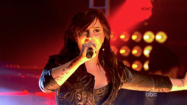 "Demi Lovato presenta ""Heart Attack"" en Dancing with the Stars"