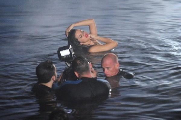 """Primeras imagenes del videoclip de """"Come & Get It"""" de Selena Gomez"""