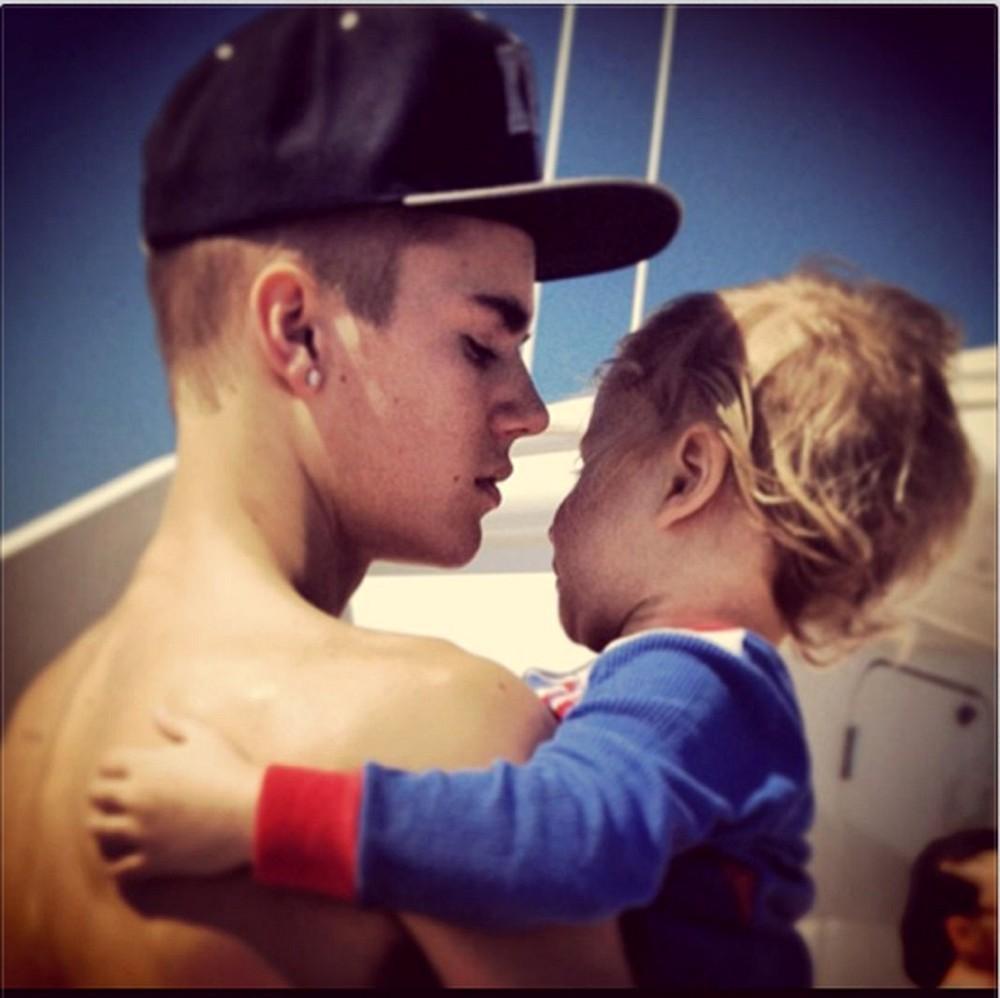 Justin Bieber tiene una hija y vive en Europa . Esta es la nueva bola
