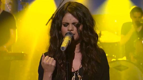 """Selena Gomez canta en directo """"Come & Get It"""" en el show de Letterman"""