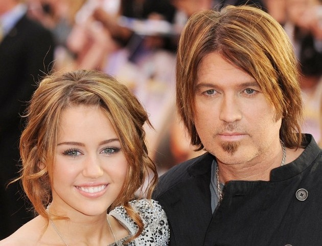 """El padre de Miley Cyrus defiende a su hija: """"Sigue siendo mi pequeña Miley"""""""