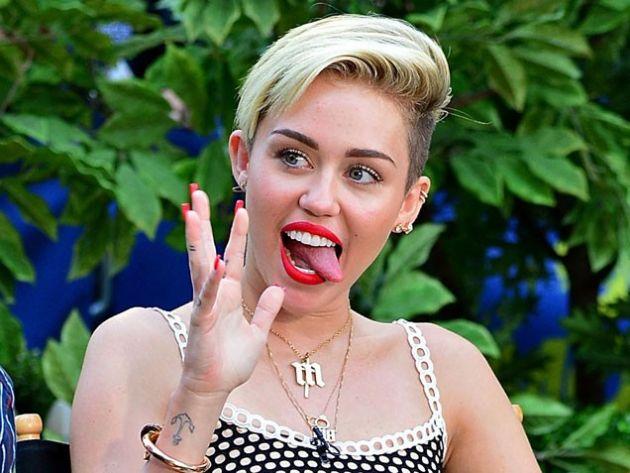 Miley Cyrus admite que se equivocó con su baile provocativo en los