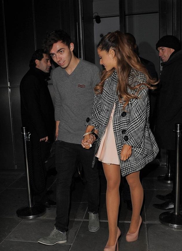Ariana Grande y Nathan Skyes son pareja seria