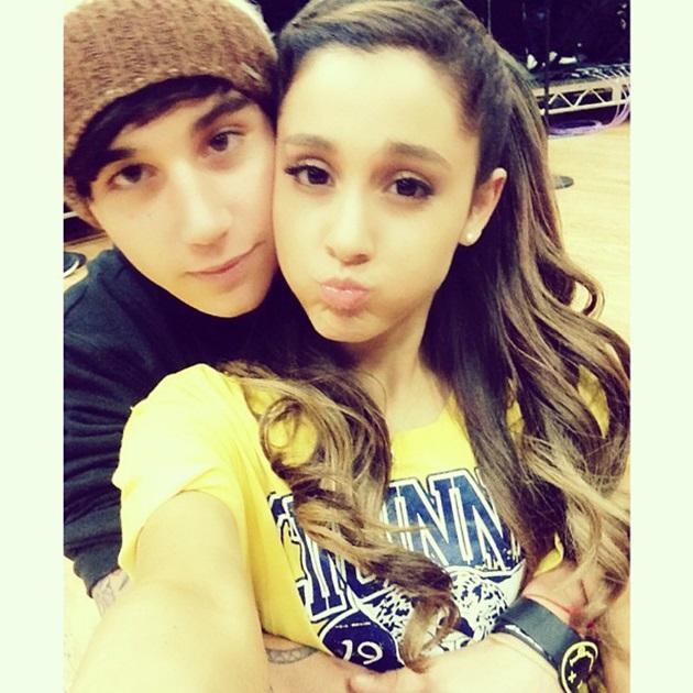 El ex-novio de Ariana Grande,  Jai Brooks, la acusa de engañarlo