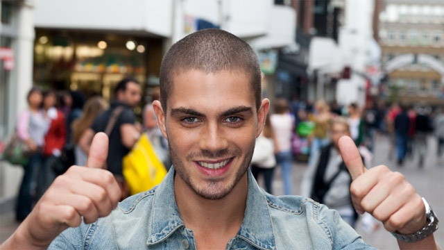 Max George de The Wanted se desnuda