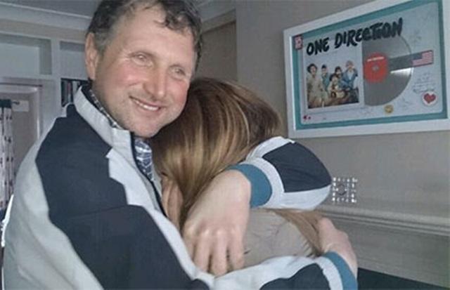 El padre de Niall Horan invita a casa de Niall a una fan española