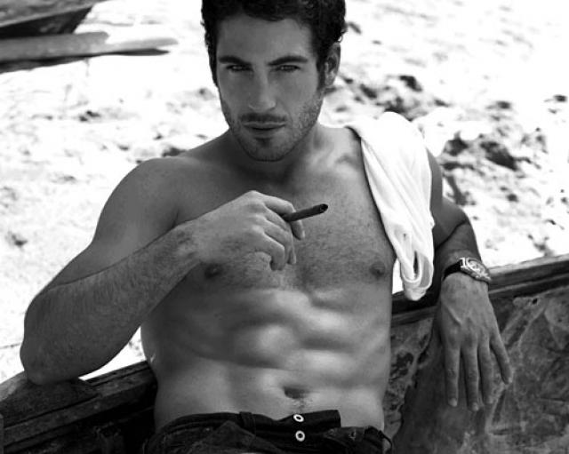 Las fotos más hot de Miguel Ángel Silvestre sin camiseta