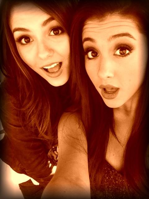 Filtran fotos de Ariana Grande y Victoria Justice desnudas