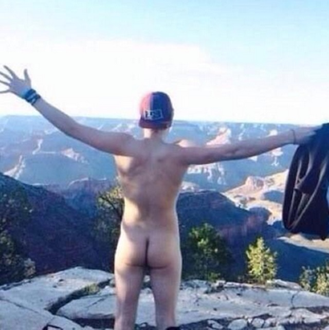 Luke Hemmings desnudo