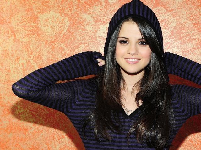 ¿Derrocha Selena Gómez su fortuna de manera compulsiva?