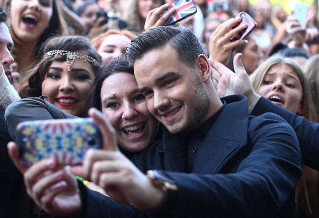 Liam Payne acusado de fingir la sonrisa cuando está con fans