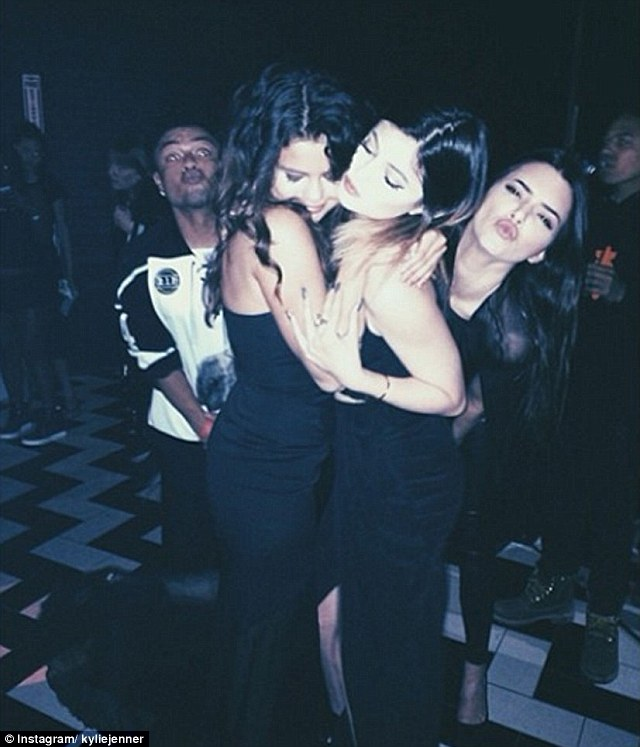 Selena Gomez y Kendall Jenner contra Justin Bieber