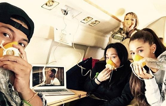 Ariana Grande tiene un accidente de avión