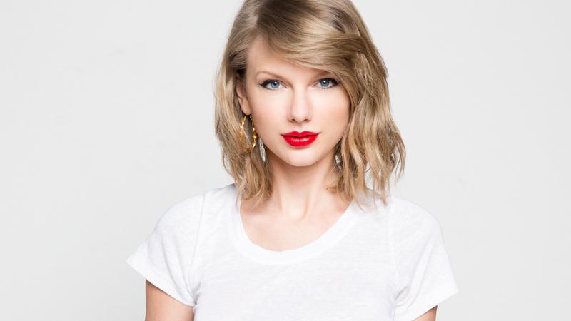 ¡Taylor Swift compra dos páginas webs porno!