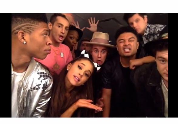 Justin Bieber se divierte con Ariana Grande y amigos en un nuevo vídeo