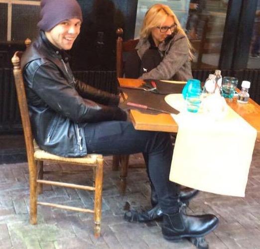 Ashton Irwin y su novia, Bryana Holly, ¡pillados en Ámsterdam juntos!