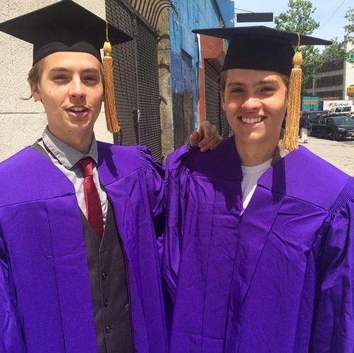 ¡Dylan y Cole Sprouse se gradúan!