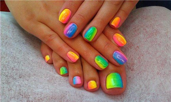 ¿Cómo pintar tus uñas para verano?