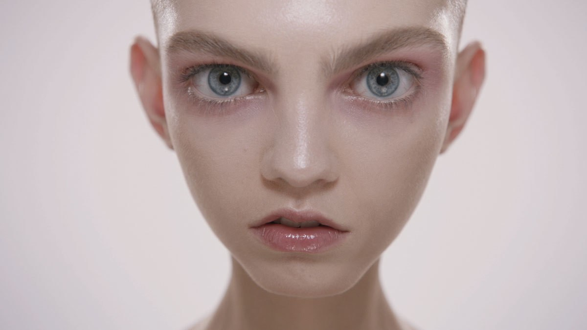 Molly Bair, la modelo 'alienígena' que está triunfando
